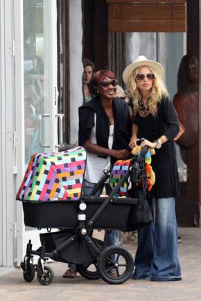 Рейчел Зои и ее Bugaboo Cameleon с аксессуарами от Missoni. Фото с сайта babble.com