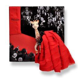 Имидж для жирафа Софи от ESCADA