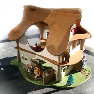 Большой кукольный домик