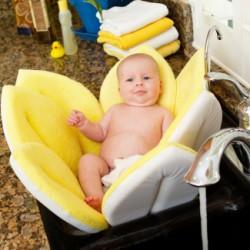 Вкладыш Blooming Bath может служить и шезлонгом. Фото с сайта производителя