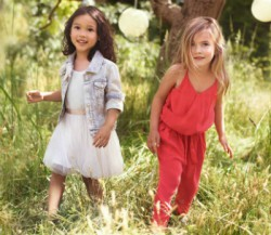 Фото из рекламной кампании Chloe kids SS 2012