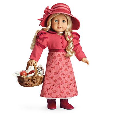 Кукла Каролина в одежде по моде 1812 года. Фото с сайта americangirl.com