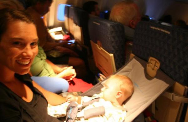 Ребенок в гамачке Flye Baby - фото участника сообщества Flye Baby на Facebook