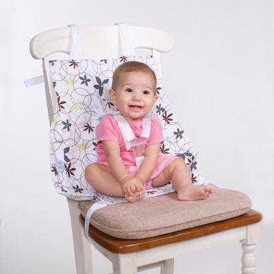 Вне самолета гамачок можно использовать как накладку на стул - фото со страницы Flye Baby на Facebook