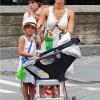 Джессика Альба с двумя дочерьми: старшая едет на подножке